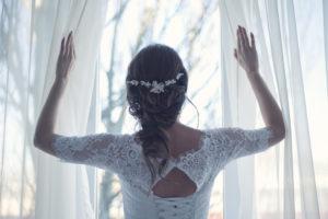 robe de mariée avec un headband