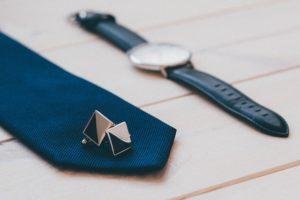 bouton manchette cravatte montre